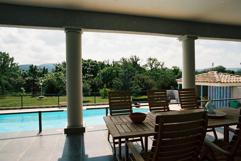 367 zicht vanaf terras over zwembad