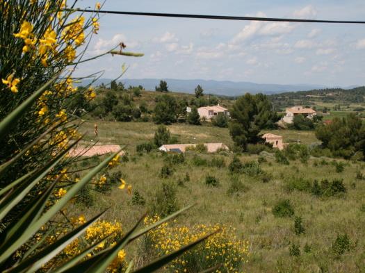 uitzicht over vallei in montbrun