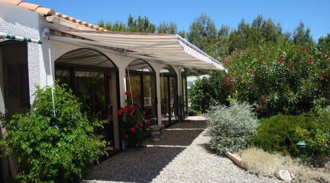 Vakantiehuis met royale tuin in Montbrun