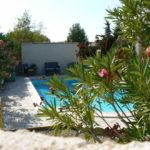 zwembad-achter-oleander