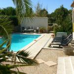 zwembad-met-terras-en-palm